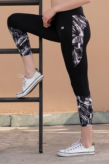 Back listing image for Activewear Gym/Sports Tights with Printed Bottom in Black