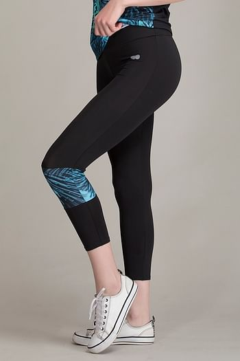Back listing image for Gym/Sports Activewear Printed Capri in Green & Black